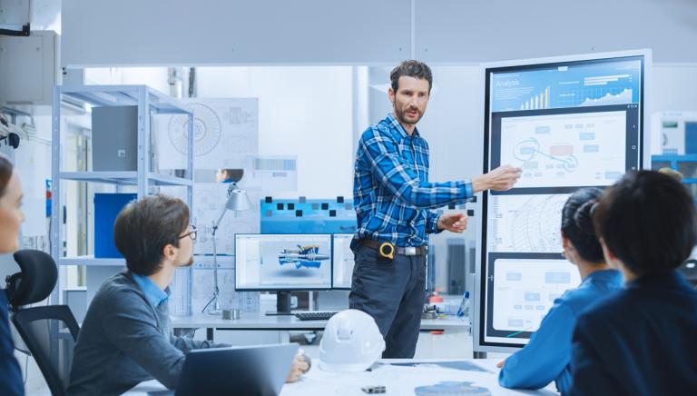 manufacturing engineer explaing IoT